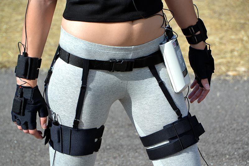 Modelo con MCS en cintura